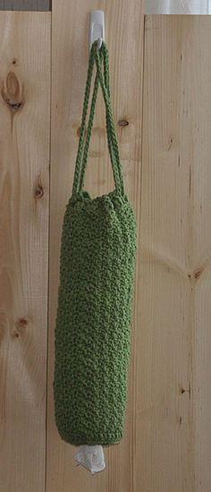 Hanging bag holder for plastic shopping bags. Crochet Kitchen, Crochet Home, Crochet Gifts, Hand Crochet, Crochet Bags, Plastic Bag Holders, Plastic Bags, Plastic Bag Crochet, Knitting Patterns