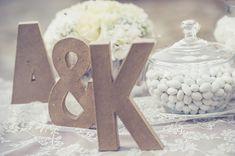 Η Άννα και η Κέλλυ, οι δύο πολυτάλαντες κυρίες από το Γυάλινο Γοβάκι μοιράστηκαν μαζί ευφάνταστες ιδεες για ρουστικ διακοσμηση γαμου. Ιδέες πρωτότυπες με π I Cool, Cool Stuff, Wedding Designs, Wedding Ideas, Baptism Ideas, Wedding Decorations, Table Decorations, Cool Countries, Beautiful Things