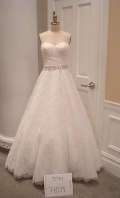 Alita Graham 7809: buy this dress for a fraction of the salon price on PreOwnedWeddingDresses.com