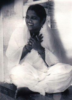 """Amma, the """"Hugging Saint"""" who is said to Embody the Spirit of the Divine Mother"""