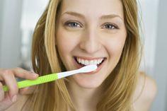7 formas naturales de aclarar los dientes
