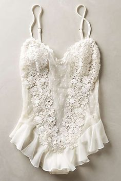 10 Sexy All-White Lingerie Sets for Your Wedding Night - .- 10 Sexy All-White-Dessous-Sets für Ihre Hochzeitsnacht – 10 Sexy All-White Lingerie Sets for Your Wedding Night – – 10 Sexy A - Lingerie Latex, Lingerie Fine, Jolie Lingerie, Pretty Lingerie, Beautiful Lingerie, Lingerie Sets, Vintage Lingerie, Lingerie Sleepwear, Luxury Lingerie