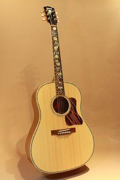 Gibson J-45 Vine Koa (2014) : Custom made. Sitka Spruce top, Figured Koa back & sides.