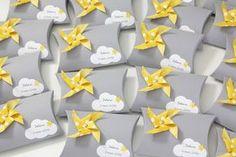 Boîte à dragées moulin à vent et nuage, coloris gris, jaune et vert d'eau Christening Decorations, Baby Shower Decorations, Farewell Party Invitations, Baby Hamper, Baby Images, Pillow Box, Fiesta Party, Yellow Wedding, Baby Party