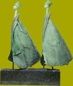 Im Wind - HDP Jansen - selbsthärtender Ton auf Marmorsockel - Andrea Ritter Sculpture Clay, Art Dolls, Art Painting, Ceramic Sculpture, Sculptures, Art Images, Pottery Angels, Raku, Pottery Animals