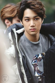 Even wen Kai just stands there doing nothing and not looking at the camera..still looks fine