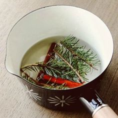 ~ 6 ways to make your home smell like Christmas.DIY Christmas Scents - Homemade Potpourri and Scented Decor - Home Decorating Diy Ideas Merry Little Christmas, Noel Christmas, Country Christmas, Winter Christmas, All Things Christmas, Christmas Crafts, Christmas Scents, Christmas Dyi Decorations, Diy Christmas Home Decor