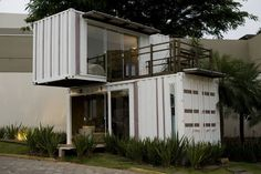 Container House - Loft-Container 20 : Maisons minimalistes par Ferraro Habitat Who Else Wants Simple Step-By-Step Plans To Design And Build A Container Home From Scratch?