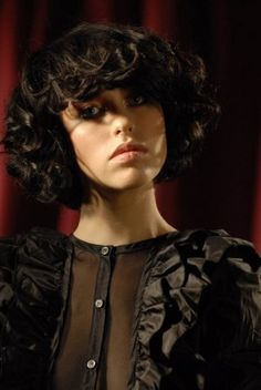 Kimbra. I want to curl my hair and for it to look like this.