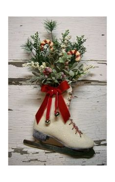 Dianna - what a great idea! I am going to do this! Thanks for pinning this. Oh Bev. Christmas Love, Country Christmas, All Things Christmas, Winter Christmas, Vintage Christmas, Christmas Wreaths, Christmas Projects, Christmas Crafts, Arte Floral