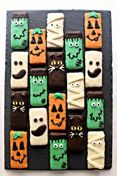 Spooky Graham Crackers aren't very spooky or scary. These easy Halloween treats are cute and delicious! Perfect for trick-or-treat, care packages, and classroom parties. Scary Halloween Treats, Classroom Halloween Party, Halloween Cookie Recipes, Cookie Recipes For Kids, Halloween Sweets, Cookies For Kids, Halloween Food For Party, Halloween Trick Or Treat, Halloween Cookies