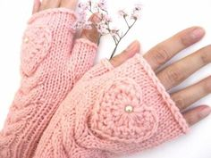 pretty in pink.Pink Fingerless Wool Gloves with a heart, Mittens, Arm Warmers , Hand Knitted… Wool Gloves, Mitten Gloves, Fingerless Gloves, Pink Love, Pretty In Pink, Pale Pink, Purple, Gants Roses, Hand Knitting