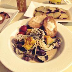 cream pasta, Manila clam, pumpkin, baguette