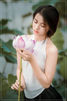 Beautiful Girl Image, Beautiful Asian Women, Ao Dai, Beautiful Vietnam, Vietnamese Traditional Dress, Vietnam Girl, China Dolls, Cute Asian Girls, Girl Poses