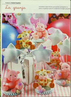 MIS REVISTAS PARA REPOSTERIA: LETICIA SUAREZ DEL CERRO (2014-Nº3) Polymer Clay Animals, Fimo Clay, Polymer Clay Charms, Foam Crafts, Diy And Crafts, Polymer Clay Disney, Clay Figurine, Fondant Toppers, Sugar Craft
