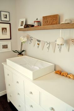 Love the clean lines and neutral colors of this gorgeous changing table