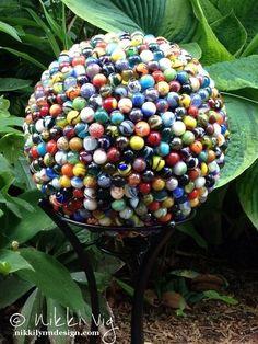 creative yard art to make Bowling ball 714 marbles unique garden art Diy Garden, Garden Crafts, Garden Projects, Upcycled Garden, Spring Garden, Garden Whimsy, Garden Trellis, Garden Care, Walkway Garden