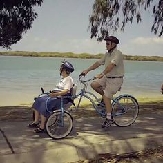 15 elderly couples who prove that real love exists and humor has no age limit Elderly Couples, Old Couples, Vieux Couples, Pimp Your Bike, Prove Love, Grow Old With Me, Growing Old Together, Old Folks, Lasting Love