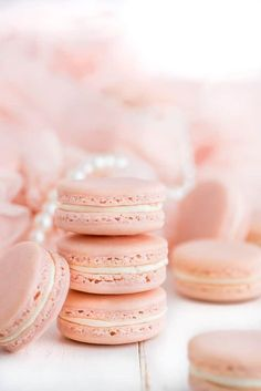 French Macarons (i am baker) Pink Macaroons, French Macaroons, Cute Desserts, Dessert Recipes, Macron Recipe, How To Make Macarons, Macarons Easy, Macaron Cookies, I Am Baker