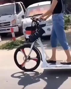 Velo Design, Bicycle Design, Cool Gadgets To Buy, Gadgets And Gizmos, Electronics Gadgets, High Tech Gadgets, Walking Bicycle, Velo Cargo, New Technology Gadgets