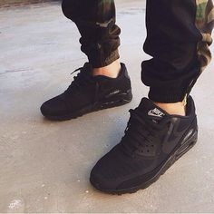 i just copped me a pair of these black on black airmax 90s. so excited to wear them out!
