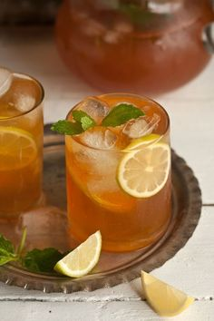 homemade ice tea with ginger, mint and lemon is part of home Made Lemonade - In summer I love to drink buckets of ice tea to break the monotony of all the water I also attempt to avoid sugar in beverages, so by making my own ice tea, I control this It … Lemon Iced Tea Recipe, Iced Tea Recipes, Lemon Drink, Pear Tea Recipe, Ice Lemon Tea, Mint Recipes, Lemon Water, Summer Drinks, Fun Drinks