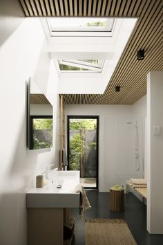 Single storey extension ideas for filling your space with light with roof window. - VELUX extensions competition 2018 – bring in more daylight , Flat Roof Skylights, Modern Skylights, Patio Interior, Bathroom Interior Design, Skylight Bathroom, Single Storey Extension, Roof Window, Roof Light, House Roof