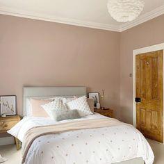 Guest Bedroom Colors, Room Interior, Interior Design, Grey Headboard, Home Bedroom, Bedroom Ideas, Bedrooms, Boho Living Room, Bedroom Vintage