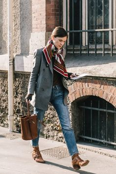 Fall Street Style Outfits to Inspire Herbst Streetstyle Mode / Fashion Week Week / . Blazer Jeans, Blazer Jacket, Grey Jeans, Blazer Dress, Jeans Dress, Mode Outfits, Fall Outfits, Fashion Outfits, Fashion Fashion