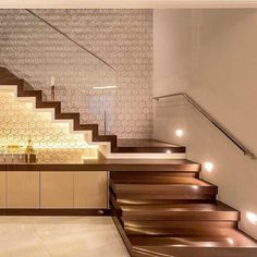 Trendy home desng 2018 ideas Home Stairs Design, My Home Design, Interior Stairs, Modern House Design, Door Design, Home Interior Design, Stair Walls, Stair Decor, Pooja Rooms