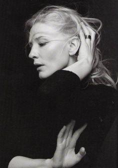 Awesome portrait of Cate Blanchett, by australian photographer Gary Heery. Cate Blanchett, Foto Portrait, Female Portrait, Portrait Photography, Photography Movies, Black And White Portraits, Black And White Photography, Photo Star, Celebrity Portraits