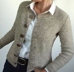 Ravelry: Nearly Chanel pattern by Jutta von Hinterm Stein Knit Cardigan Pattern, Sweater Knitting Patterns, Knitting Designs, Knit Patterns, Baby Knitting, Knit Jacket, Knit Fashion, Cardigans For Women, Pulls