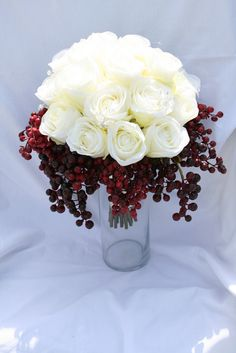 Wonderful Cranberry Flower Arrangement Ideas For Wedding Flower Arrangements Snow White Wedding, Floral Wedding, Fall Wedding, Wedding Colors, Our Wedding, Dream Wedding, Wedding Gowns, Wedding Flower Arrangements, Wedding Centerpieces