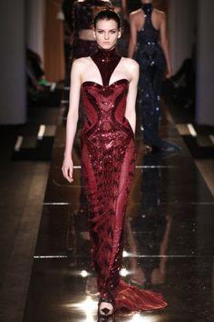 Long dress bordeaux di Atelier Versace