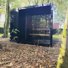 Buitensauna Thermalux SA2 met ingebouwde douche en technische ruimte Outdoor Sauna, Outdoor Decor, Modern Saunas, Sauna Shower, Sauna Ideas, Sauna Design, Infrared Sauna, Pool Houses, Jacuzzi