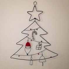 Christmas Tree Dyi, Childrens Christmas Crafts, Christmas Makes, Xmas Crafts, Diy And Crafts, Arts And Crafts, Wire Ornaments, Ornament Crafts, Wire Crafts