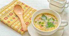 Skvelá, voňavá polievka zahustená vajíčkami bude na stole za menej ako 20 minút. Tofu Miso Soup, Spring Soups, Egg Drop Soup, Seafood Soup, Fresh Asparagus, Food Website, Frozen Peas, Soups And Stews