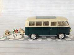 Hochzeitsauto Volkswagen T1 Bus grün/weiß 1963 Das stilvolle Geldgeschenk zur Hochzeit, Silberhochzeit oder goldene Hochzeit.  Der VW Bus wird mit einer Kordel ausgestattet, an dem die...