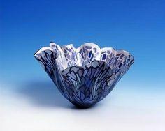 Coloured Porcelain Vases by Judith de Vries Porcelain Insulator, Fine Porcelain, Porcelain Ceramics, Painted Porcelain, Pottery Bowls, Ceramic Pottery, Pottery Art, Glass Ceramic, Ceramic Clay