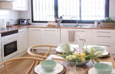 Transforma tu cocina sin obra en 10 pasos – Tavara Muebles Wooden Countertops, Wicker Furniture, Herb Planters, Gold Lamps, Wishbone Chair