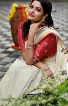 Kerala Wedding Saree, Kerala Saree, Onam Saree, Indian Actress Hot Pics, Beautiful Indian Actress, Kerala Traditional Saree, Indian Fancy Dress, Saree Blouse Designs, Salwar Designs