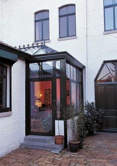 sas d'entrée House Entrance, Entrance Doors, Sas Entree, Modern Porch, Front Door Porch, Marquise, Front Entrances, Facade House, Modern Exterior