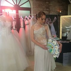 Abiti #CMCreazioni e #bouquet by Roberto Monaldi #MadeinItaly #accessories #flowers #bride #bridal #backstage #sposa #abitosposa #wedding #matrimoni