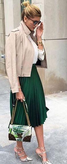 Resultado de imagen para beige skirt working outfit