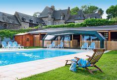 Hotel Château de Brélidy. 's Morgens word je wakker in een van de veertien romantische kamers van een schitterend kasteel. Na een duik in het verwarmde openluchtzwembad en een royaal ontbijt ga je op verkenning in de prachtige regio van de Côtes d'Armor. Of misschien kies je voor een verwenmoment in het wellnesscentrum. 's Avonds schuif je aan tafel in het gastronomisch restaurant Les Délices de Margot. Dit is het ideale decor voor een heerlijk romantische vakantie.  Officiële categorie ****