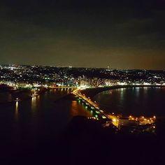 【akiko_tora_fu】さんのInstagramをピンしています。 《#japan #kanagawa #shonan #enosima #nightview #湘南 #江の島 #夜景 #サムエルコッキング苑 #海》