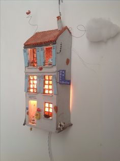 Ceramics Projects, Clay Projects, Clay Crafts, Diy And Crafts, Diy Clay, Clay Houses, Ceramic Houses, Miniature Houses, Ceramic Lantern