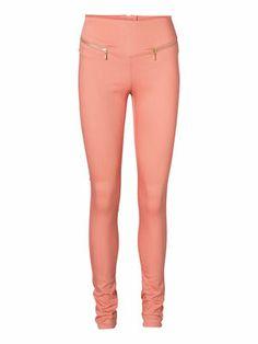 We love these pink VERO MODA GELLER HW ZIP LEGGINGS! #veromoda #leggings #pink #fashion @Veronica MODA