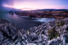 El Castro de las Gaviotas (Asturias). Está cerca de Llanes. Como curiosidad hay ese pequeño islote cercano a la costa // #costa #coast #castro #gaviotas #asturias #mar #sea #atardecer #sunset #naturaleza #nature #rocas #rocks #paisaje #seascape // Fot.: Lluís de Haro Sánchez