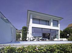Aus Stuttgart kommen nicht nur luxuriöse Autos wie Daimler und Porsche, sondern auch wahre Wohnjuwelen. Eines dieser kostbaren Häusern entwarf das Architekturbüro Rosenberger + Neidhardt.